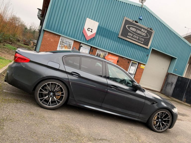 Rear Seat Entertainment and Security Upgrade BMW M5 842